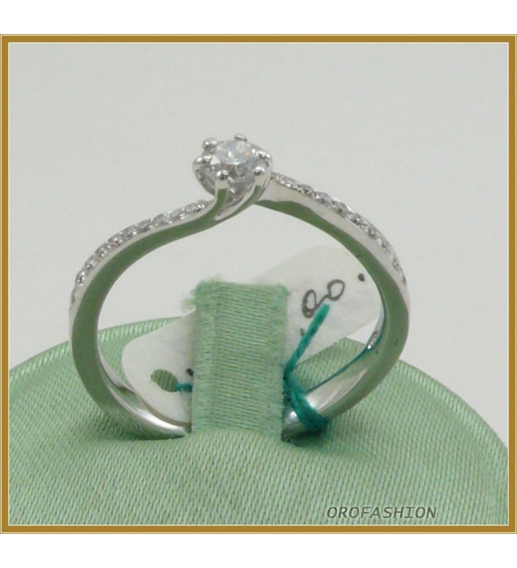 Anello oro bianco 18kt con diamante solitario - 22101510