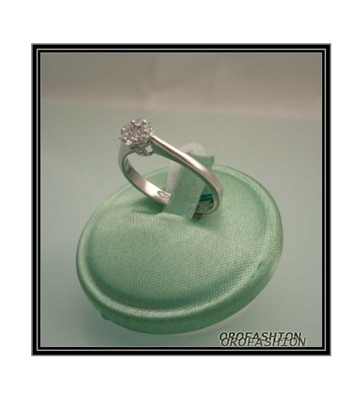 Anello oro bianco diamanti effetto solitario Valore 380