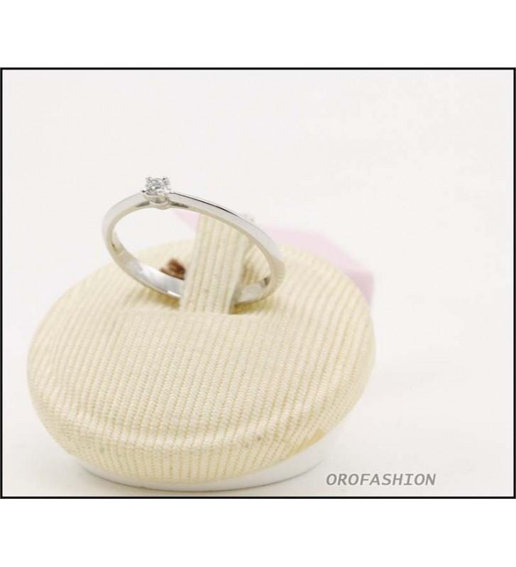 Anello oro bianco 18kt con diamante solitario Valore 270 - 30091427